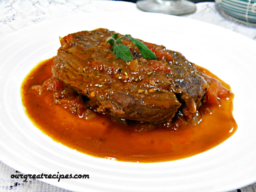 Steak with crushed Tomatoes